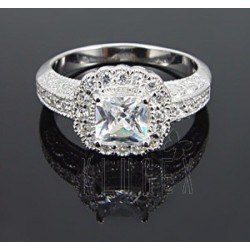Sterling Silver Ring w CZ Size 9