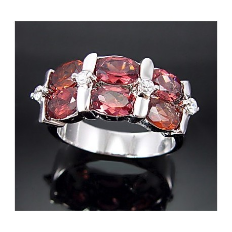 Sterling Silver Ring w Garnet Size 6