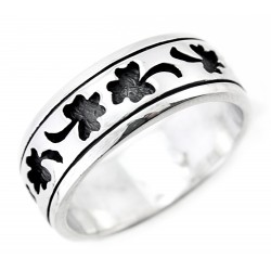 Sterling Silver Band Ring with Clover